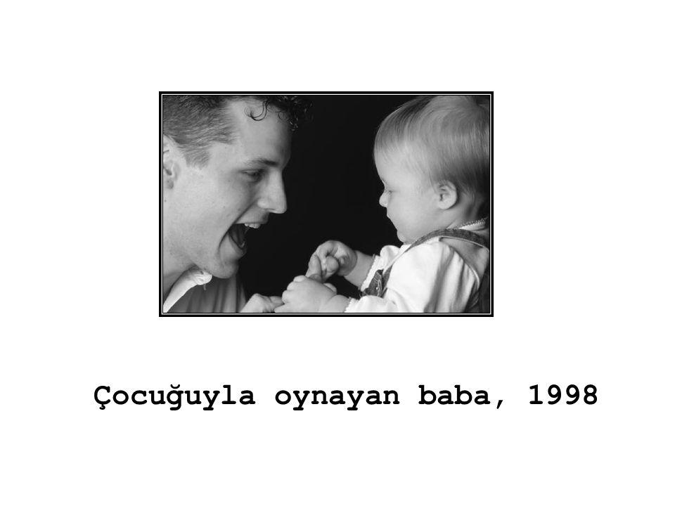 Çocuğuyla oynayan baba, 1998