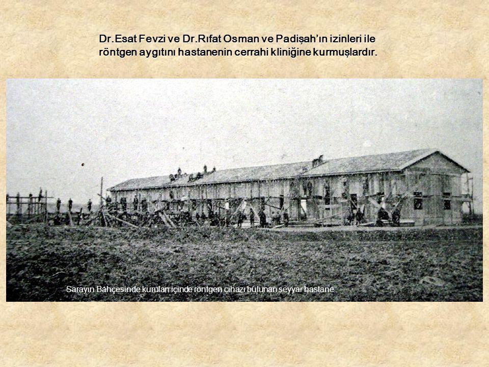 Dr.Esat Fevzi ve Dr.Rıfat Osman ve Padişah'ın izinleri ile röntgen aygıtını hastanenin cerrahi kliniğine kurmuşlardır.