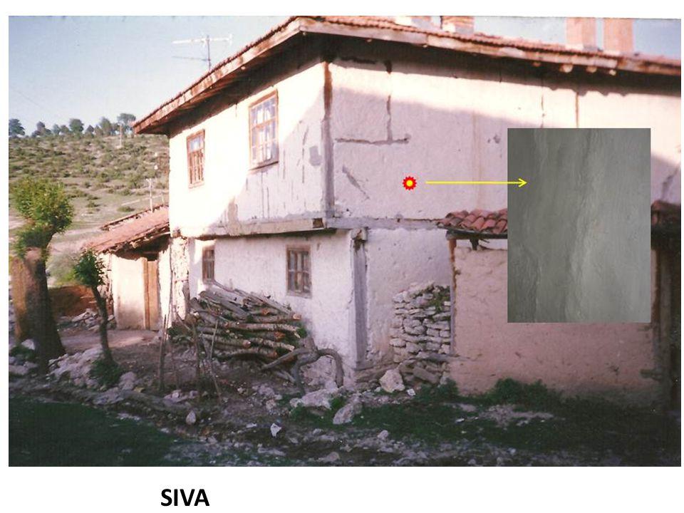 Sıva maksadıyla evlerin dış duvarına sürülür.