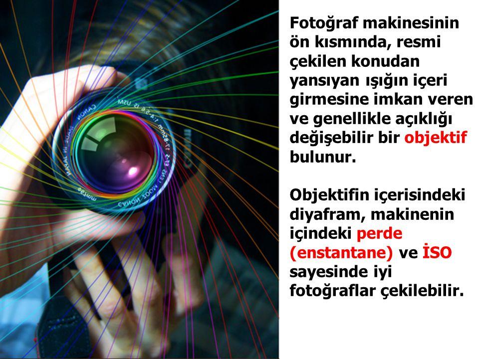 Fotoğraf makinesinin ön kısmında, resmi çekilen konudan yansıyan ışığın içeri girmesine imkan veren ve genellikle açıklığı değişebilir bir objektif bulunur.