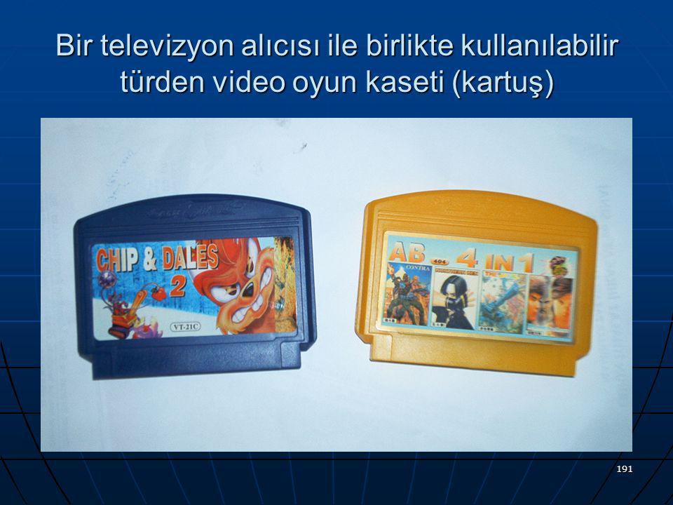 Bir televizyon alıcısı ile birlikte kullanılabilir türden video oyun kaseti (kartuş)