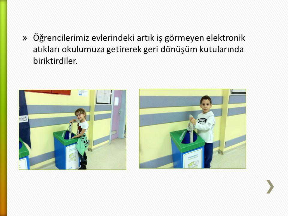 Öğrencilerimiz evlerindeki artık iş görmeyen elektronik atıkları okulumuza getirerek geri dönüşüm kutularında biriktirdiler.