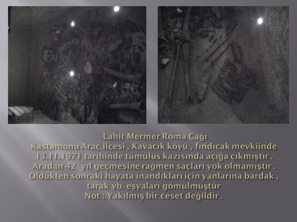 -Lahit Mermer Roma Çağı Kastamonu Araç İlçesi , Kavacık köyü , fındıcak mevkiinde 13.11.1971 tarihinde tümülüs kazısında açığa çıkmıştır .