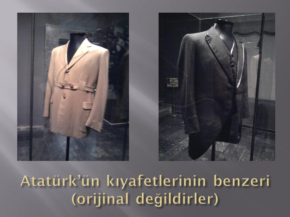 Atatürk'ün kıyafetlerinin benzeri (orijinal değildirler)