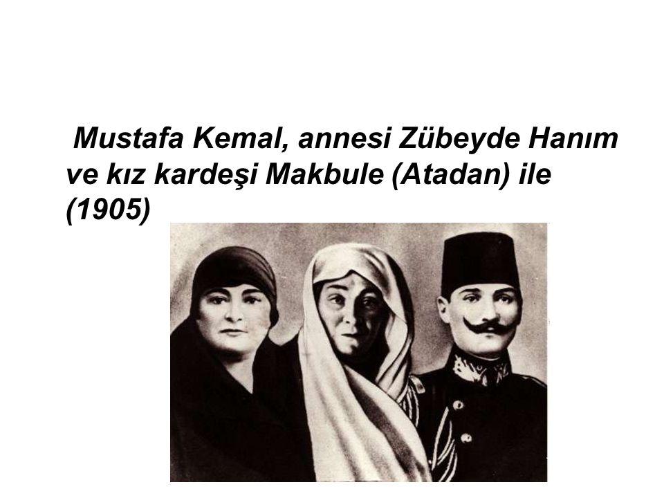 Mustafa Kemal, annesi Zübeyde Hanım ve kız kardeşi Makbule (Atadan) ile (1905)
