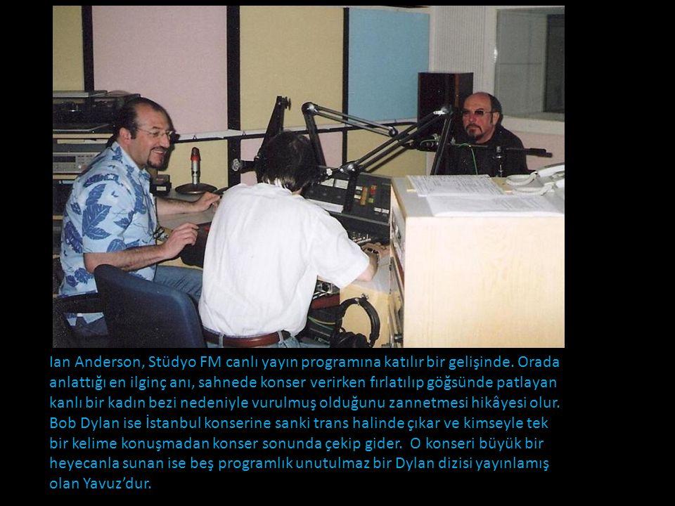 Ian Anderson, Stüdyo FM canlı yayın programına katılır bir gelişinde