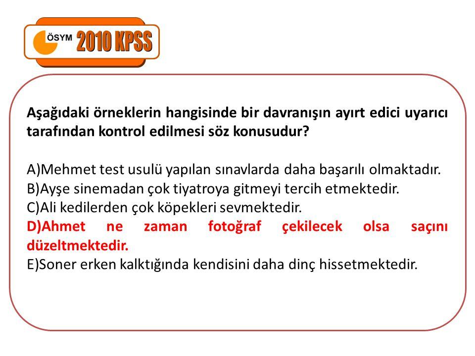 2010 KPSS Aşağıdaki örneklerin hangisinde bir davranışın ayırt edici uyarıcı tarafından kontrol edilmesi söz konusudur