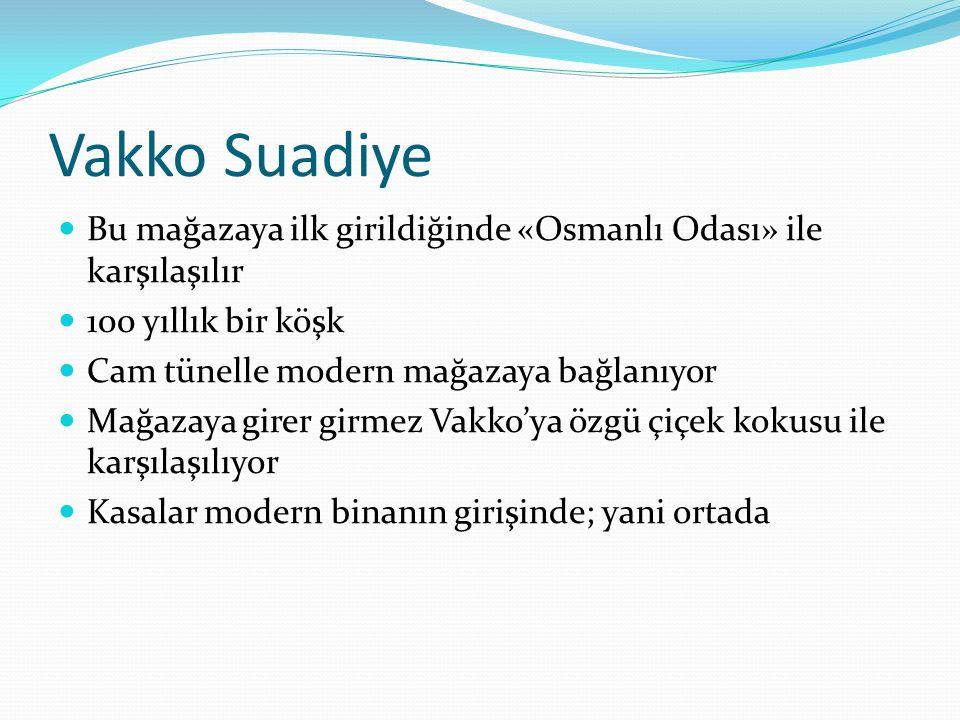Vakko Suadiye Bu mağazaya ilk girildiğinde «Osmanlı Odası» ile karşılaşılır. 100 yıllık bir köşk. Cam tünelle modern mağazaya bağlanıyor.