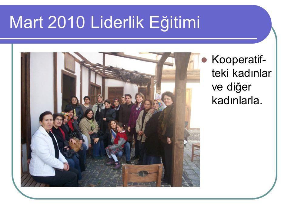 Mart 2010 Liderlik Eğitimi Kooperatif-teki kadınlar ve diğer kadınlarla.