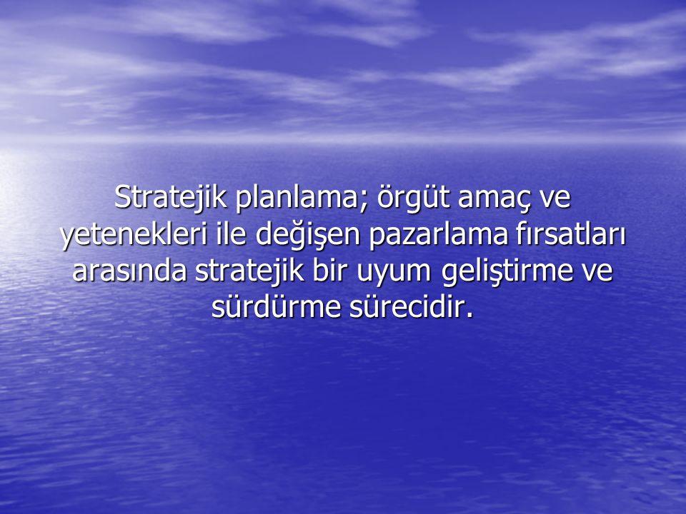 Stratejik planlama; örgüt amaç ve yetenekleri ile değişen pazarlama fırsatları arasında stratejik bir uyum geliştirme ve sürdürme sürecidir.