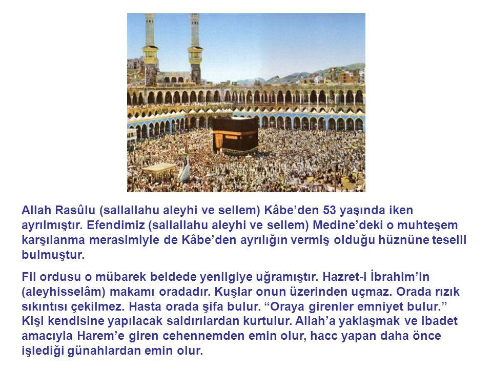 Allah Rasûlu (sallallahu aleyhi ve sellem) Kâbe'den 53 yaşında iken ayrılmıştır. Efendimiz (sallallahu aleyhi ve sellem) Medine'deki o muhteşem karşılanma merasimiyle de Kâbe'den ayrılığın vermiş olduğu hüznüne teselli bulmuştur.