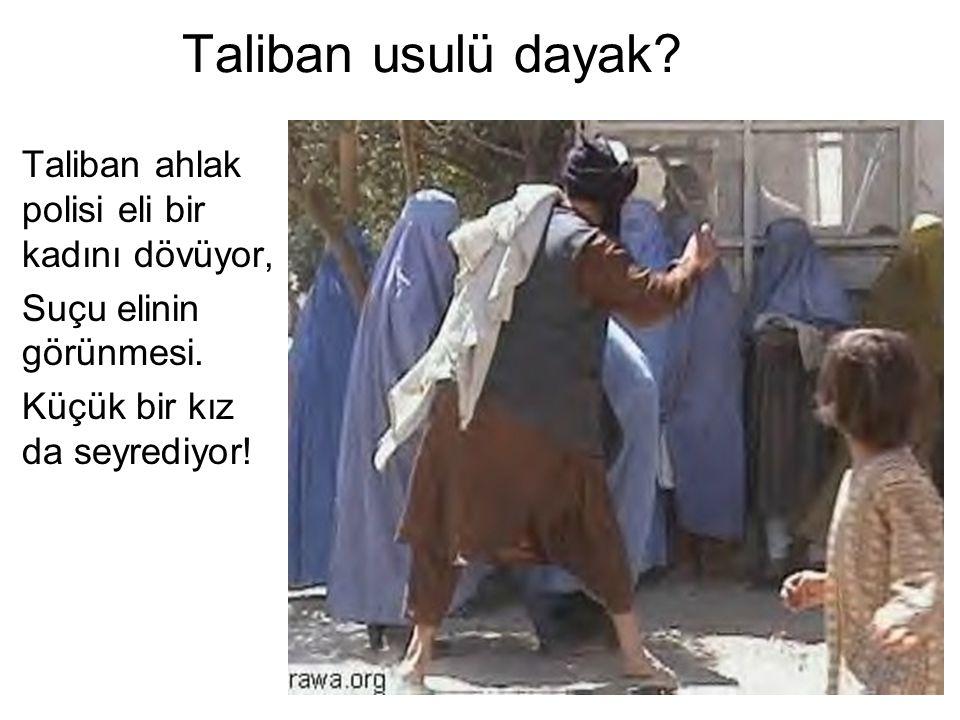 Taliban usulü dayak Taliban ahlak polisi eli bir kadını dövüyor,
