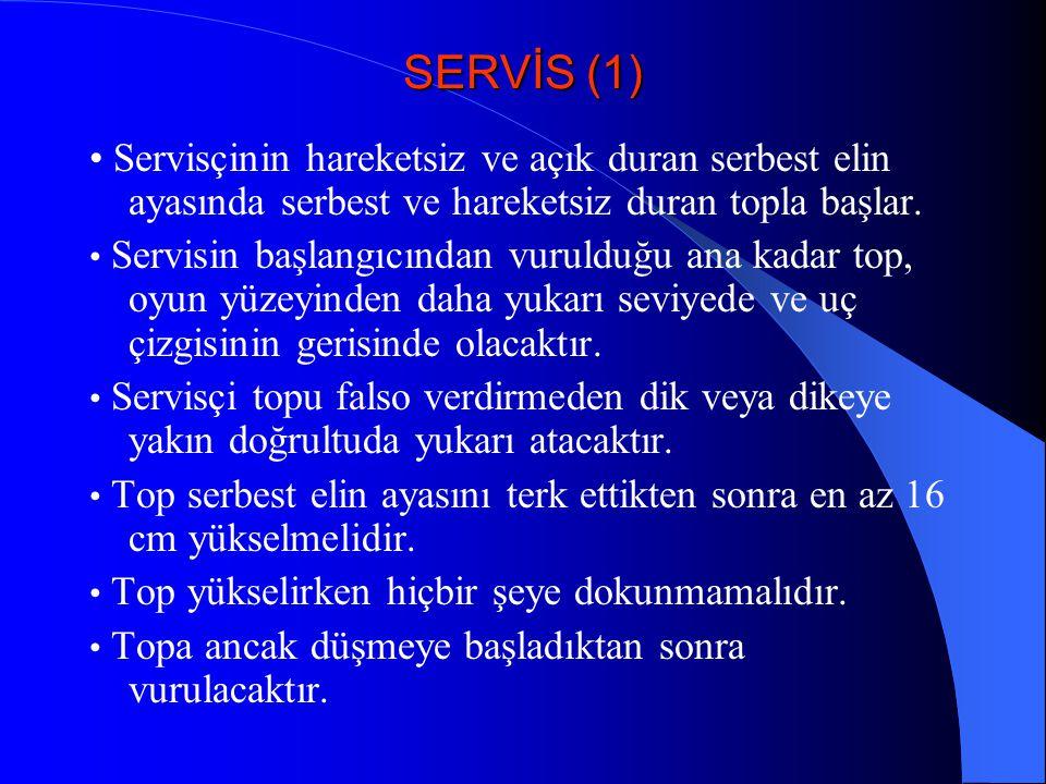 SERVİS (1) • Servisçinin hareketsiz ve açık duran serbest elin ayasında serbest ve hareketsiz duran topla başlar.