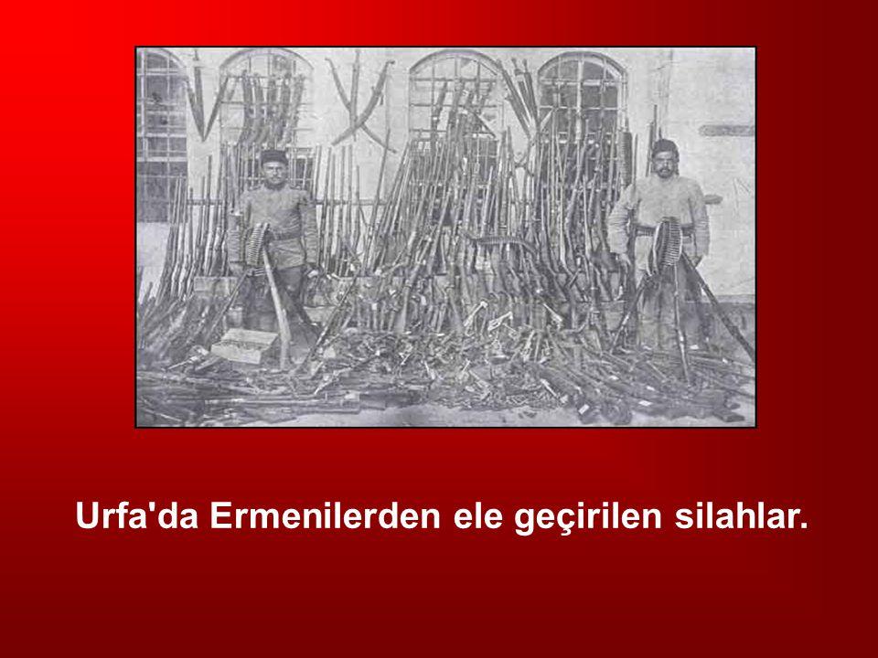 Urfa da Ermenilerden ele geçirilen silahlar.