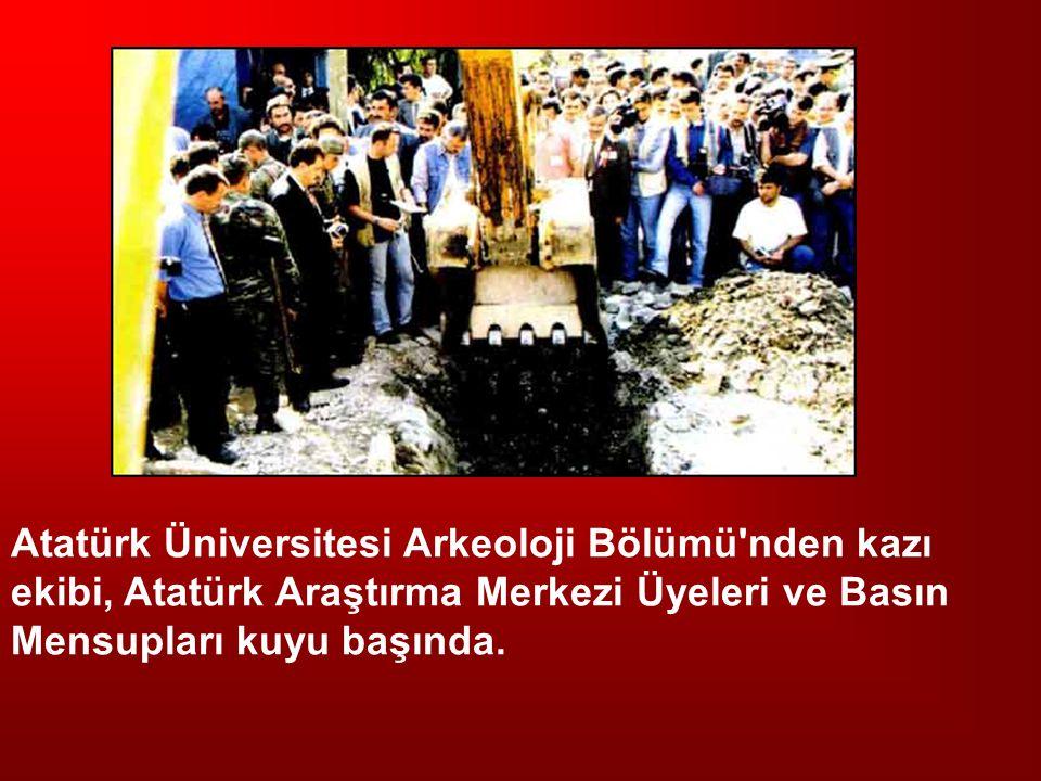 Atatürk Üniversitesi Arkeoloji Bölümü nden kazı ekibi, Atatürk Araştırma Merkezi Üyeleri ve Basın Mensupları kuyu başında.
