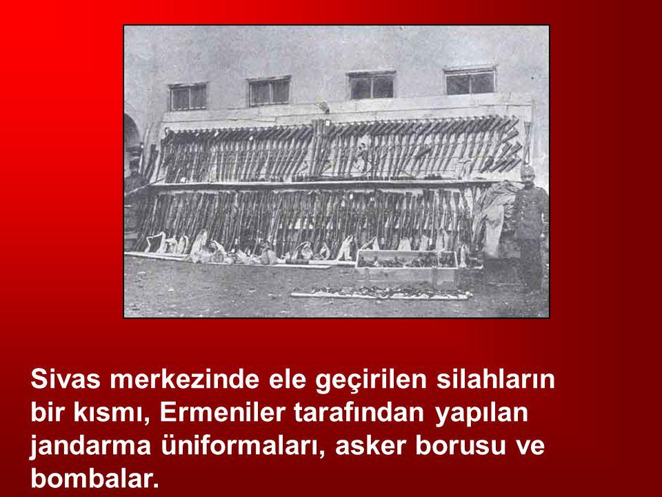 Sivas merkezinde ele geçirilen silahların bir kısmı, Ermeniler tarafından yapılan jandarma üniformaları, asker borusu ve bombalar.
