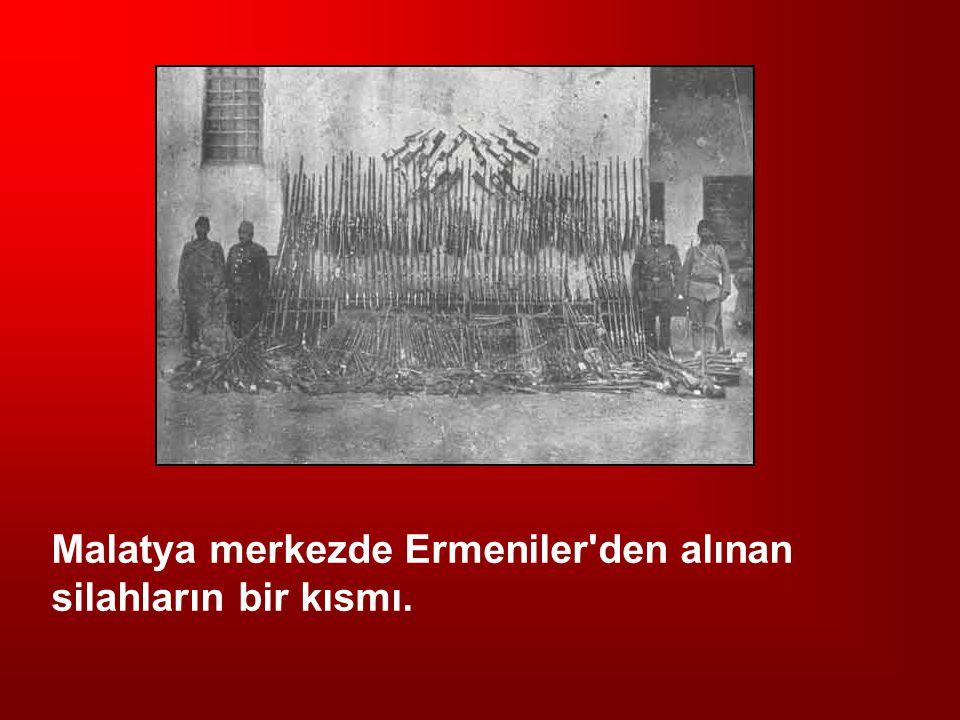 Malatya merkezde Ermeniler den alınan silahların bir kısmı.
