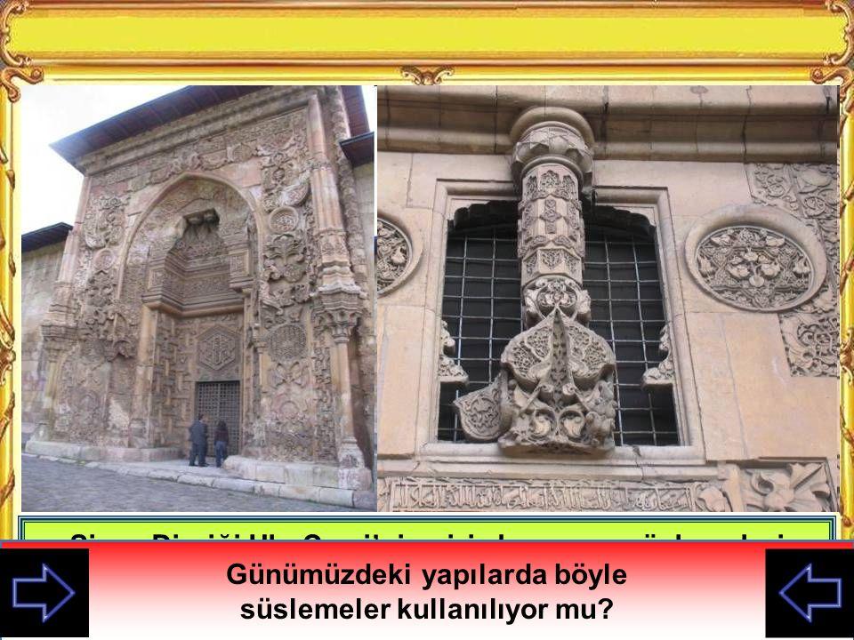 Sivas Divriği Ulu Cami'nin giriş kapısı ve süslemeleri