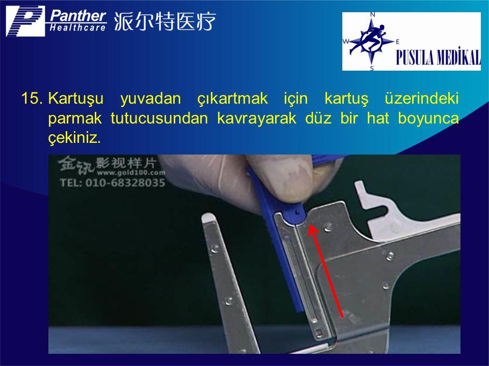 Kartuşu yuvadan çıkartmak için kartuş üzerindeki parmak tutucusundan kavrayarak düz bir hat boyunca çekiniz.