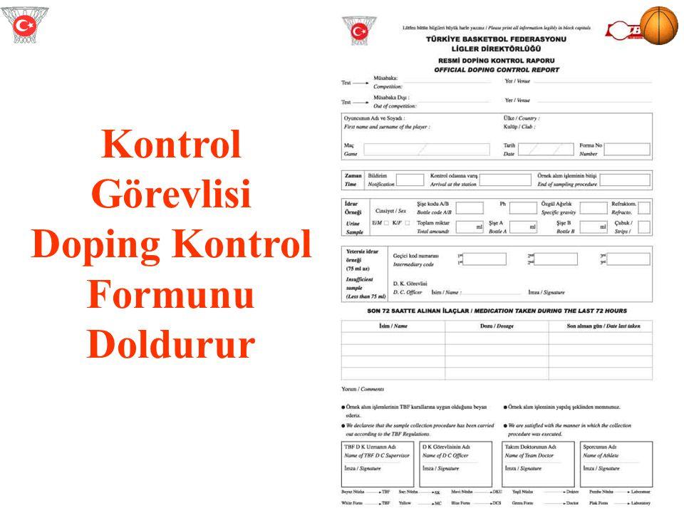 Kontrol Görevlisi Doping Kontrol Formunu Doldurur