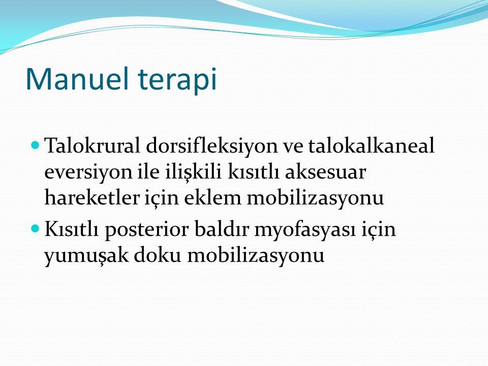 Manuel terapi Talokrural dorsifleksiyon ve talokalkaneal eversiyon ile ilişkili kısıtlı aksesuar hareketler için eklem mobilizasyonu.