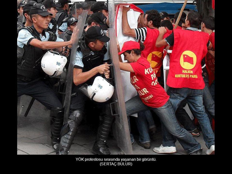 YÖK protestosu sırasında yaşanan bir görüntü.