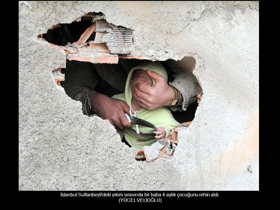 İstanbul Sultanbeyli deki yıkım sırasında bir baba 4 aylık çocuğunu rehin aldı.