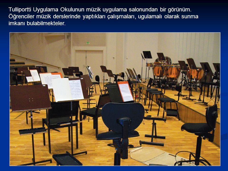 Tulliportti Uygulama Okulunun müzik uygulama salonundan bir görünüm.