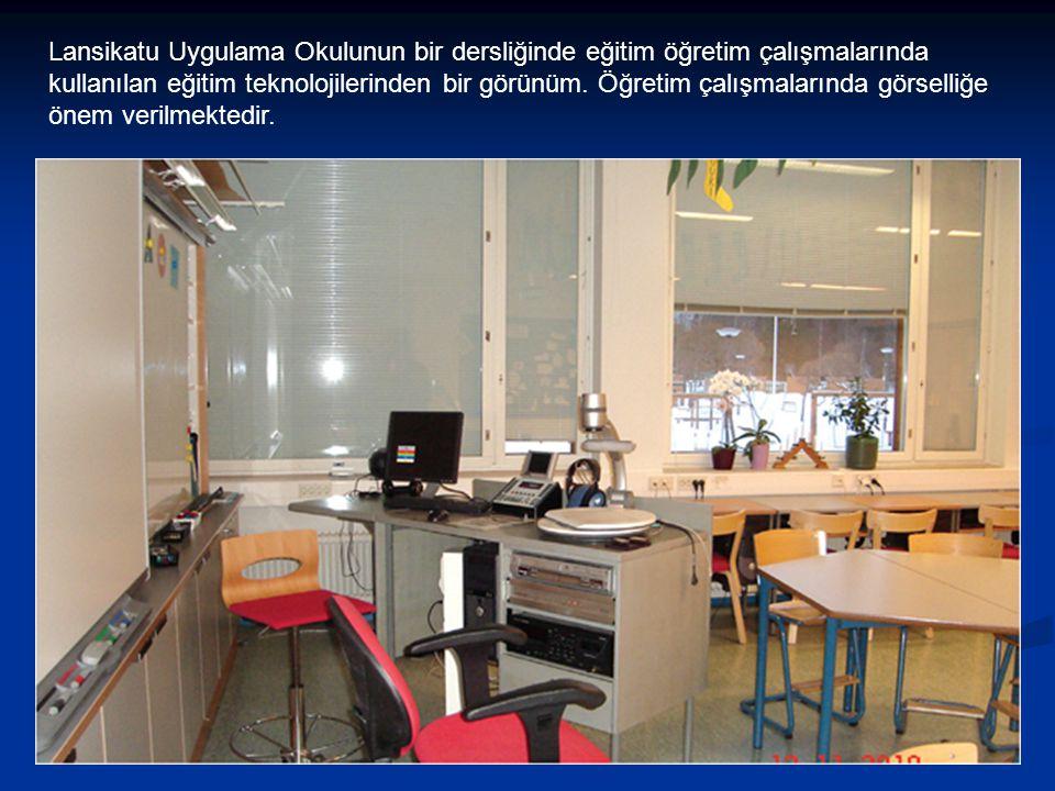 Lansikatu Uygulama Okulunun bir dersliğinde eğitim öğretim çalışmalarında