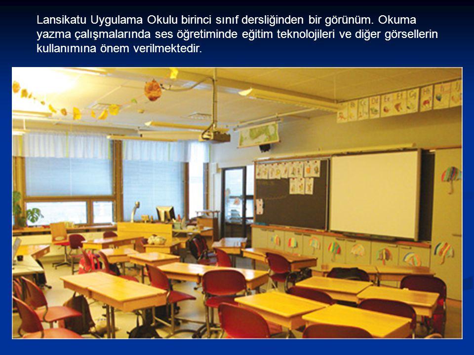 Lansikatu Uygulama Okulu birinci sınıf dersliğinden bir görünüm. Okuma