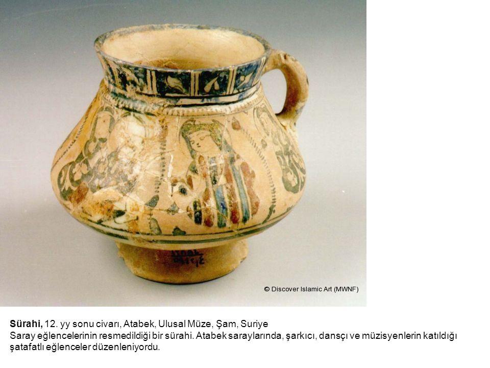 Sürahi, 12. yy sonu civarı, Atabek, Ulusal Müze, Şam, Suriye Saray eğlencelerinin resmedildiği bir sürahi. Atabek saraylarında, şarkıcı, dansçı ve müzisyenlerin katıldığı