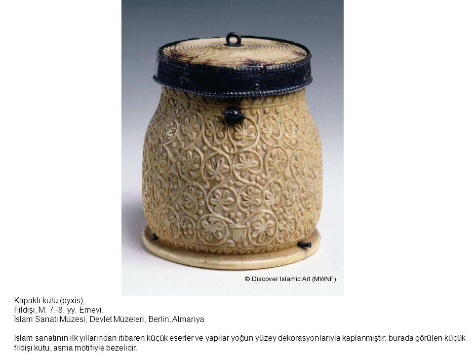 Kapaklı kutu (pyxis), Fildişi, M. 7.-8. yy. Emevi. İslam Sanatı Müzesi, Devlet Müzeleri, Berlin, Almanya.