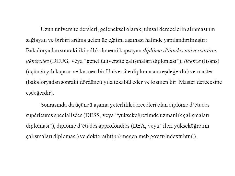 Uzun üniversite dersleri, geleneksel olarak, ulusal derecelerin alınmasının sağlayan ve birbiri ardına gelen üç eğitim aşaması halinde yapılandırılmıştır: Bakaloryadan sonraki iki yıllık dönemi kapsayan diplôme d'études universitaires générales (DEUG, veya genel üniversite çalışmaları diploması ); licence (lisans) (üçüncü yılı kapsar ve kısmen bir Üniversite diplomasına eşdeğerdir) ve master (bakaloryadan sonraki dördüncü yıla tekabül eder ve kısmen bir Master derecesine eşdeğerdir).
