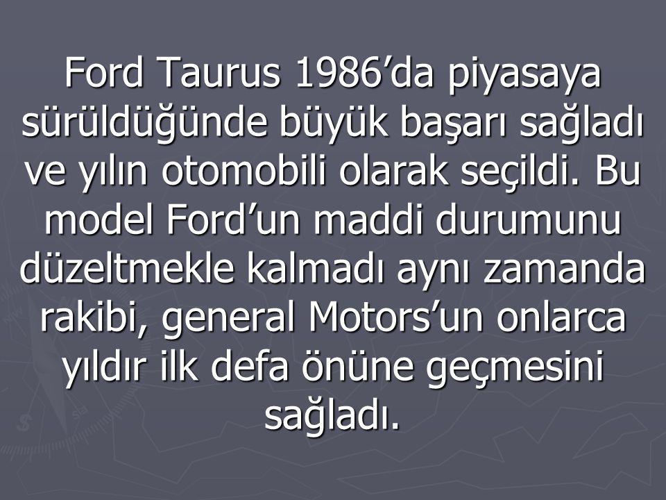 Ford Taurus 1986'da piyasaya sürüldüğünde büyük başarı sağladı ve yılın otomobili olarak seçildi.