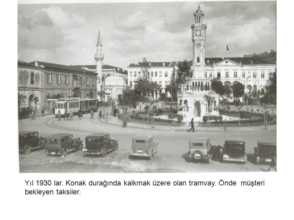 Yıl 1930 lar. Konak durağında kalkmak üzere olan tramvay
