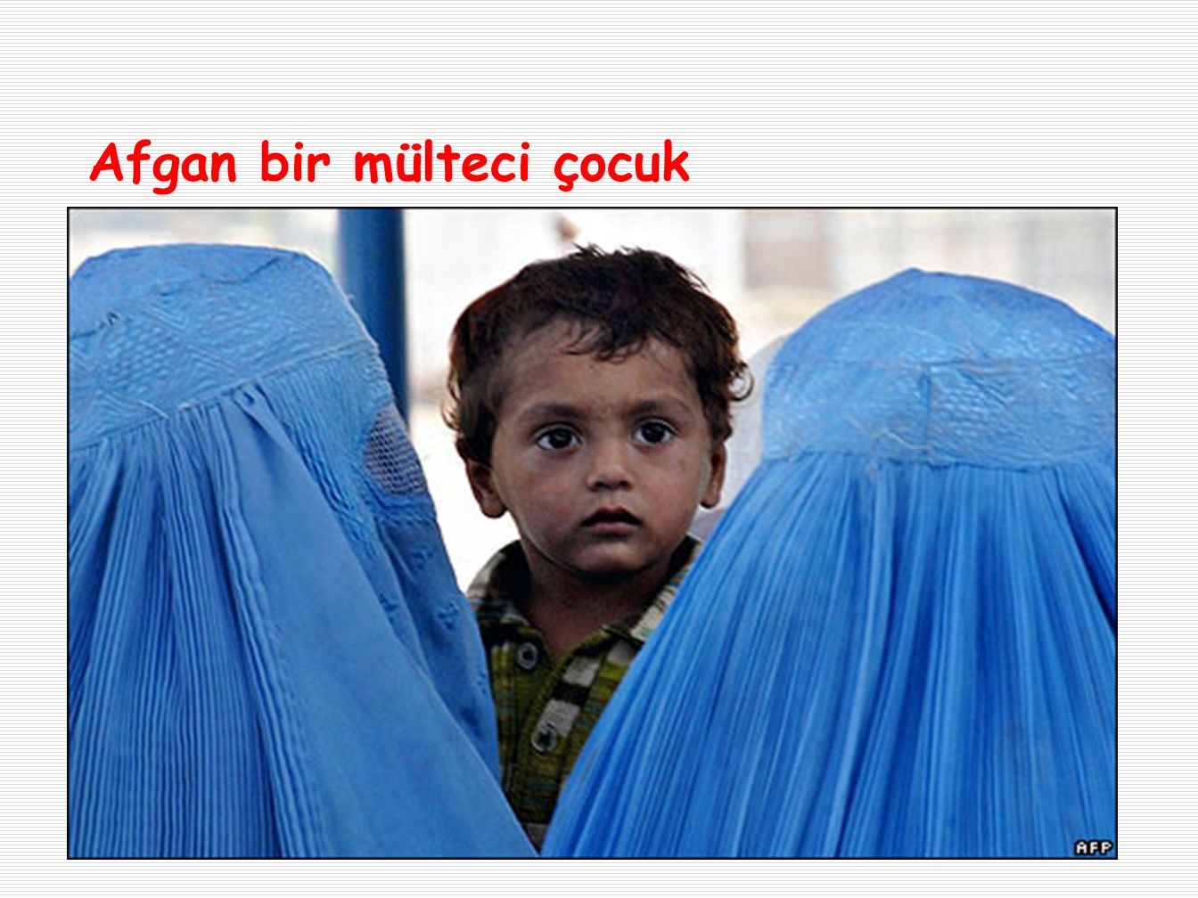 Afgan bir mülteci çocuk