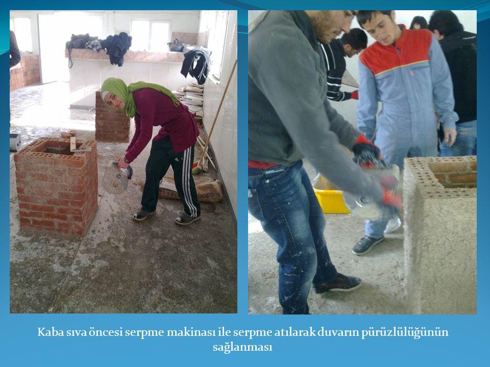 Kaba sıva öncesi serpme makinası ile serpme atılarak duvarın pürüzlülüğünün sağlanması