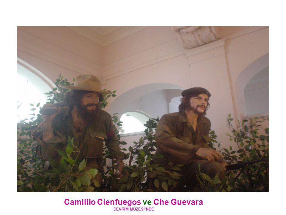 Camillio Cienfuegos ve Che Guevara