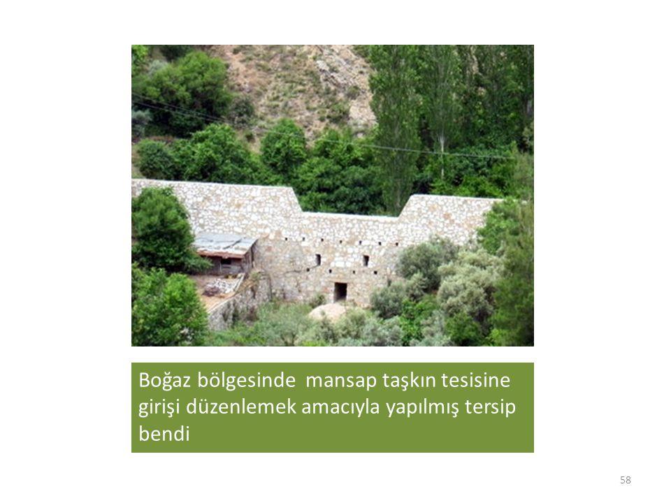 Boğaz bölgesinde mansap taşkın tesisine girişi düzenlemek amacıyla yapılmış tersip bendi