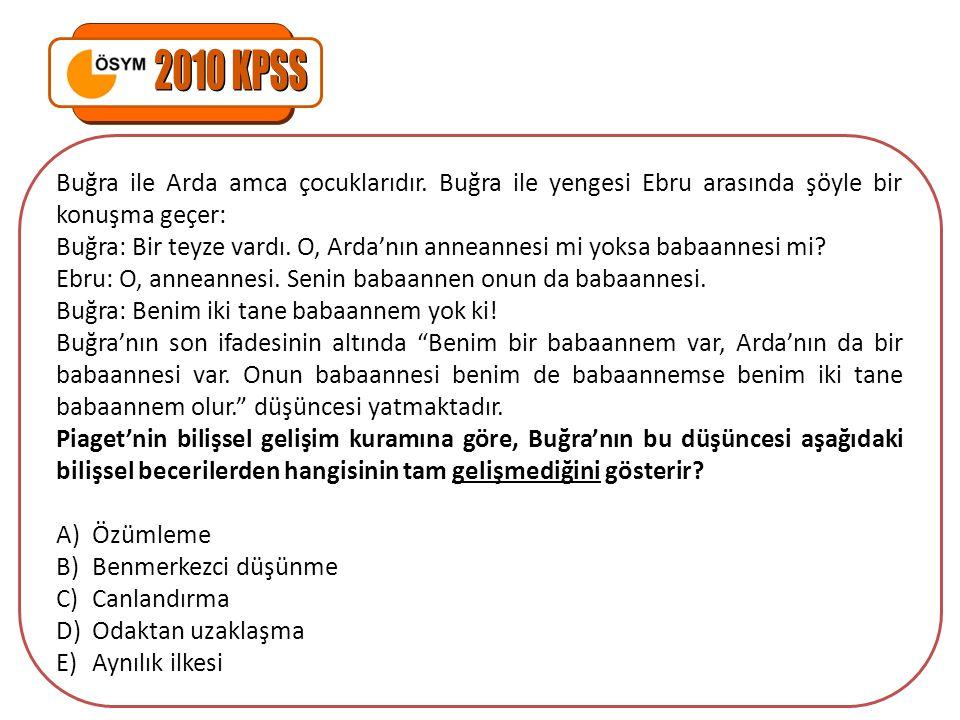 2010 KPSS Buğra ile Arda amca çocuklarıdır. Buğra ile yengesi Ebru arasında şöyle bir konuşma geçer: