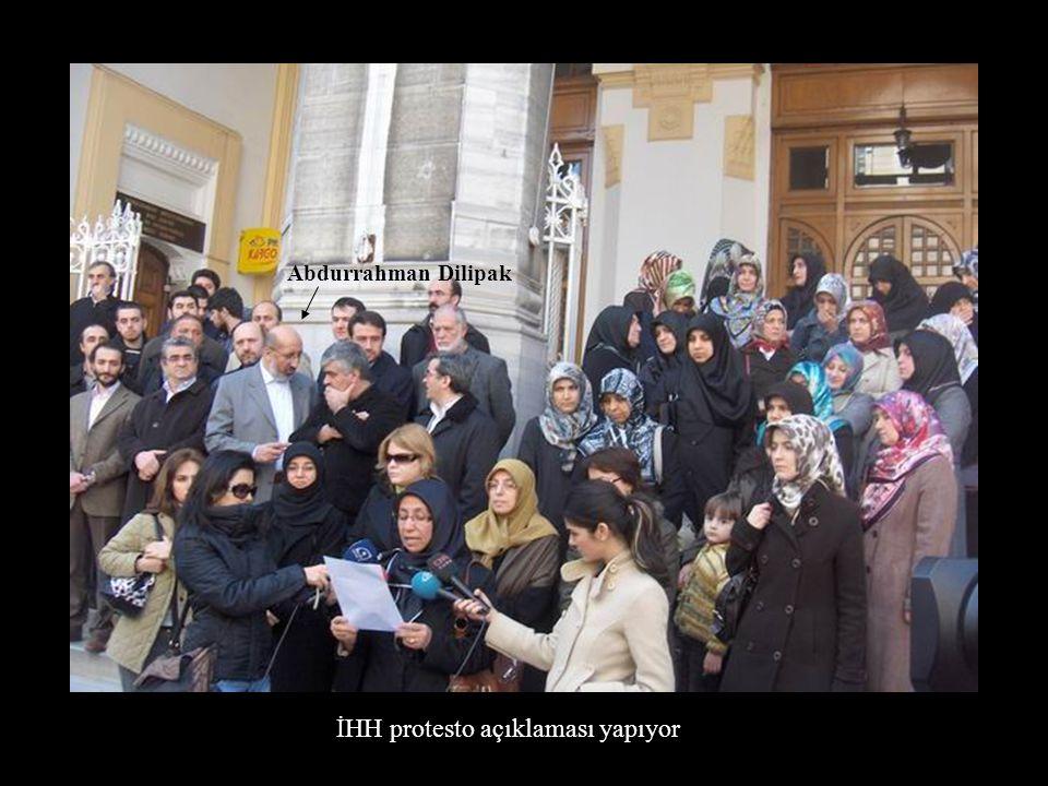 İHH protesto açıklaması yapıyor