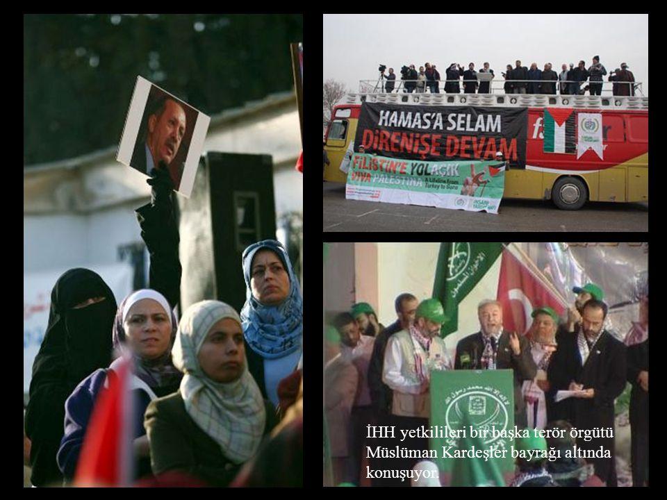 İHH yetkilileri bir başka terör örgütü Müslüman Kardeşler bayrağı altında