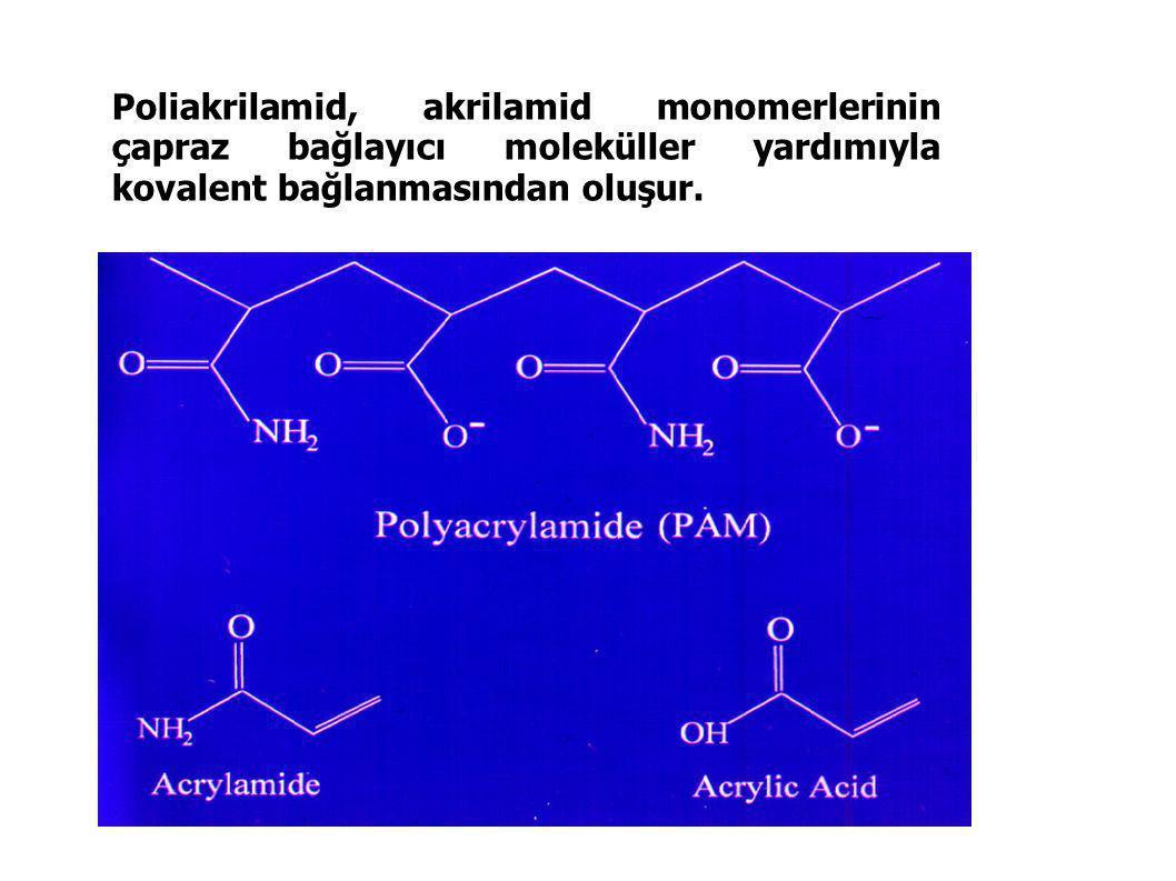 Poliakrilamid, akrilamid monomerlerinin çapraz bağlayıcı moleküller yardımıyla kovalent bağlanmasından oluşur.