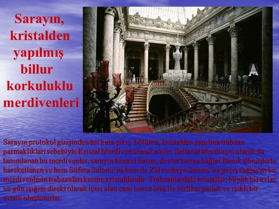 Sarayın, kristalden yapılmış billur korkuluklu merdivenleri