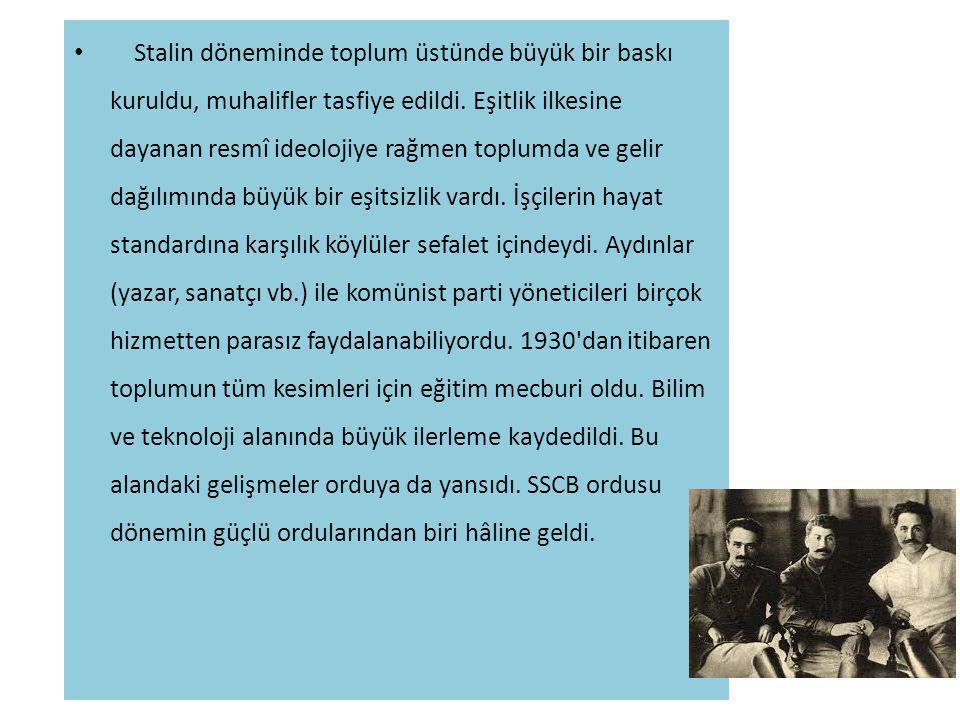 Stalin döneminde toplum üstünde büyük bir baskı kuruldu, muhalifler tasfiye edildi.
