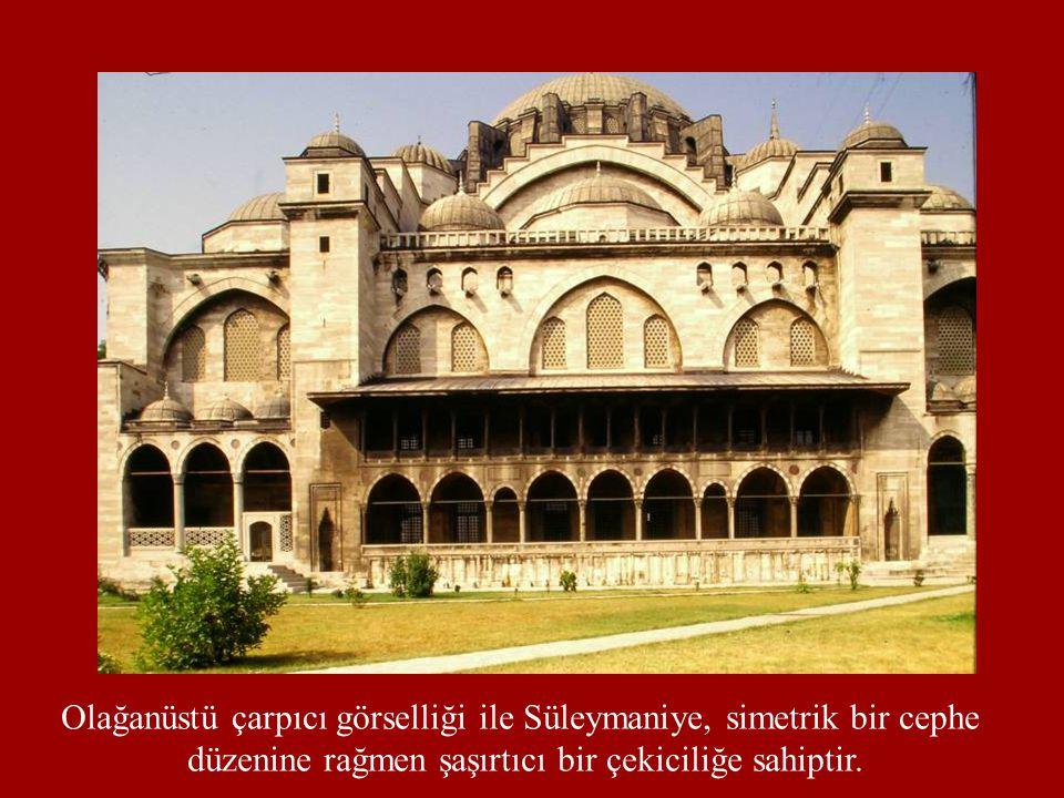 Olağanüstü çarpıcı görselliği ile Süleymaniye, simetrik bir cephe