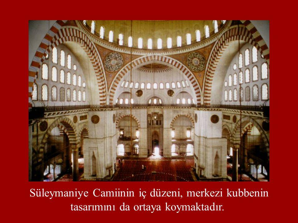 Süleymaniye Camiinin iç düzeni, merkezi kubbenin