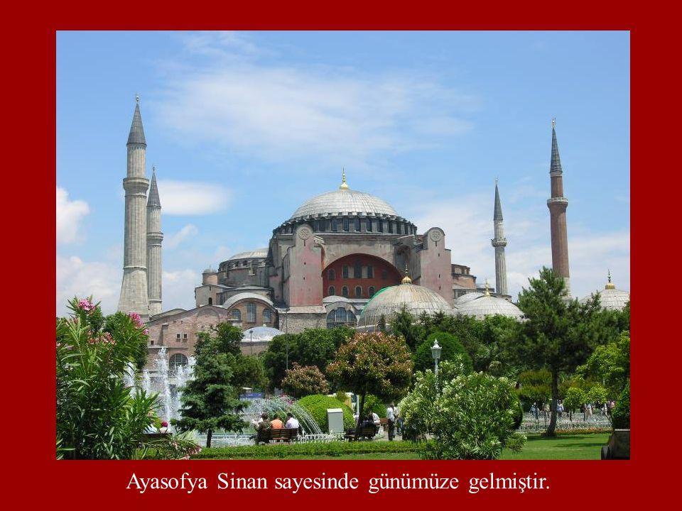 Ayasofya Sinan sayesinde günümüze gelmiştir.