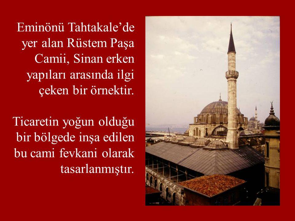 Eminönü Tahtakale'de yer alan Rüstem Paşa. Camii, Sinan erken. yapıları arasında ilgi. çeken bir örnektir.