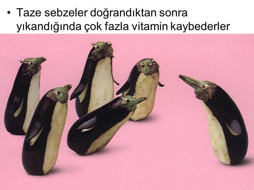 Taze sebzeler doğrandıktan sonra yıkandığında çok fazla vitamin kaybederler